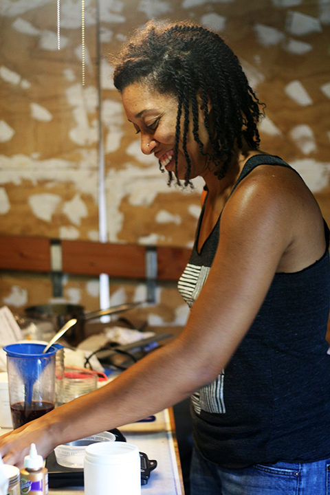 Jen Hewett Studio: Making Natural Ink with Kenya Miles
